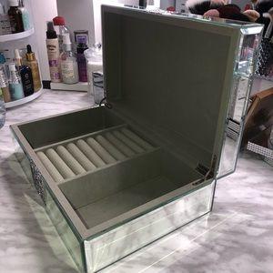 Fancy jewelry box organizer